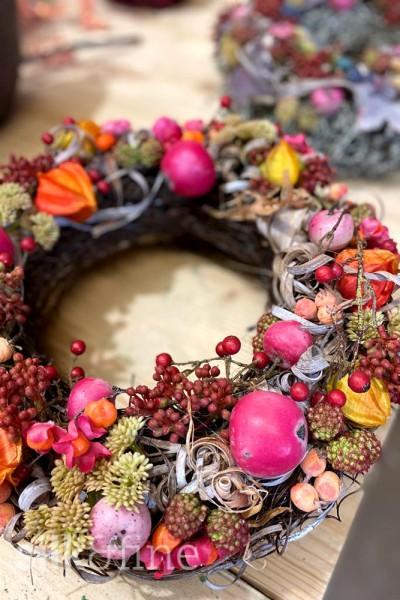 Silk&Fine Dekorations-Blumenkranz | orange-pink