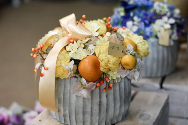 Gelbes sommerliches Blumengesteck | silk&fine