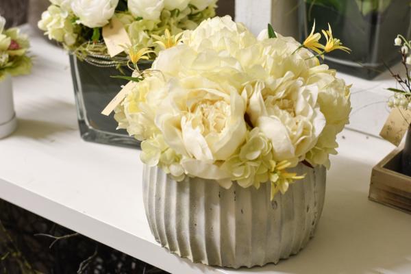 Gelbes Blumenarrangement