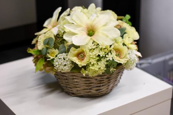 Blumenarrangement sommerlich